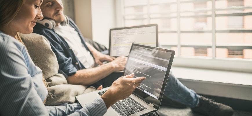 Python е сред топ 5 на най-популярни езици в света на програмирането.